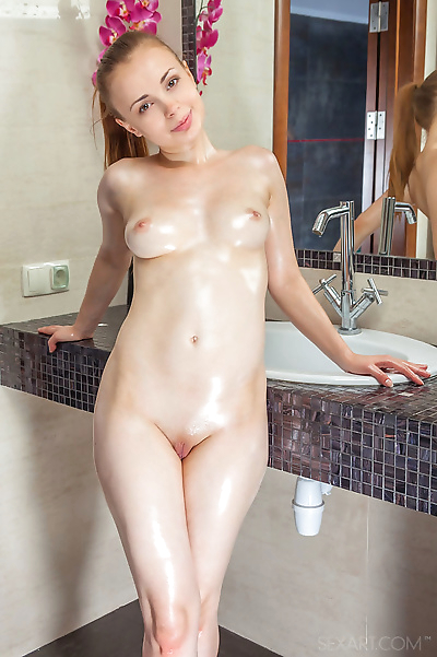 Naked young girl Winnie..