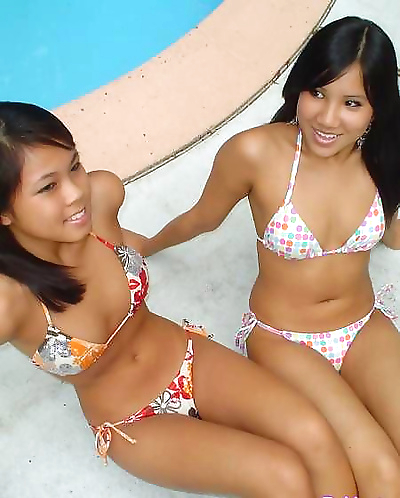 Asian gfs are posing and..