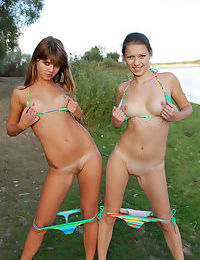 Two nude lesbians - part 1341
