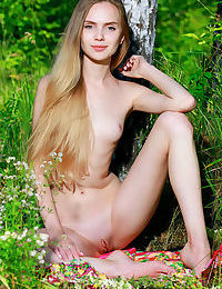 Sweet teen girl puts down her flowers and proceeds to model in the nude
